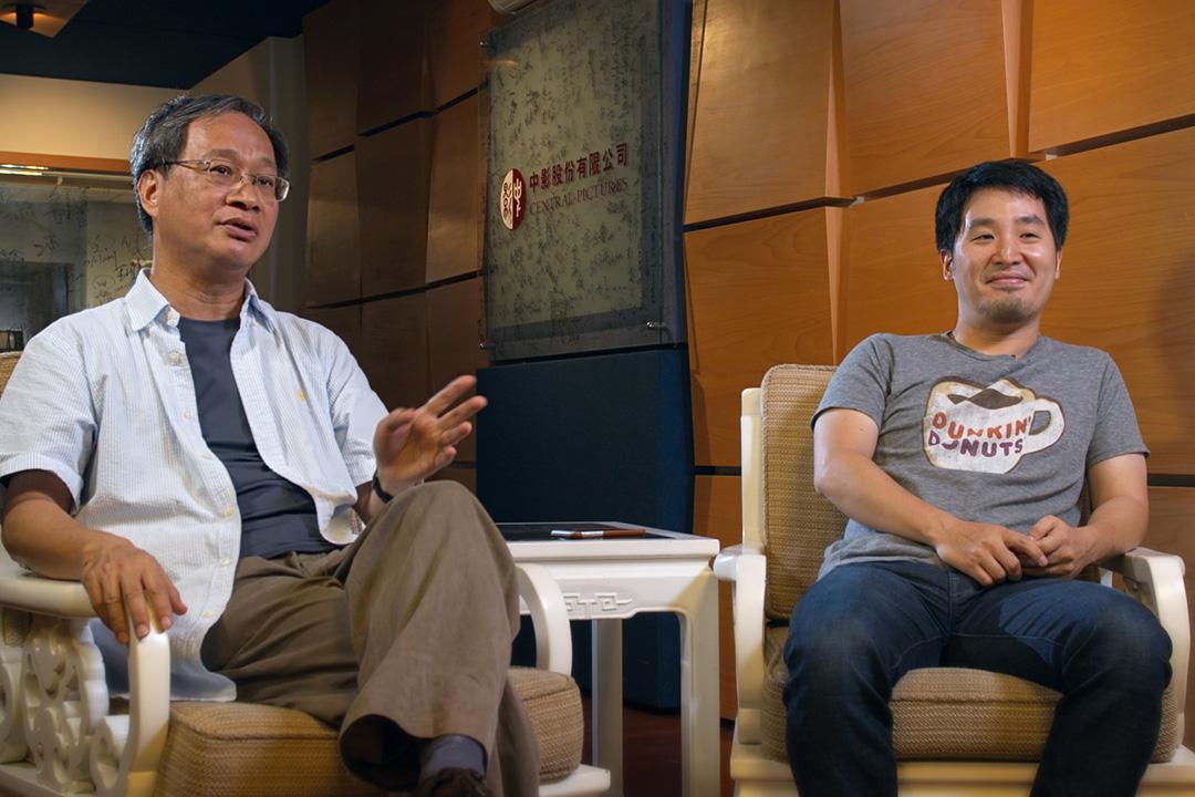小野(左)與李中(右)。蕭菊貞《我們這樣拍電影》劇照。 FaceTaiwan團隊提供