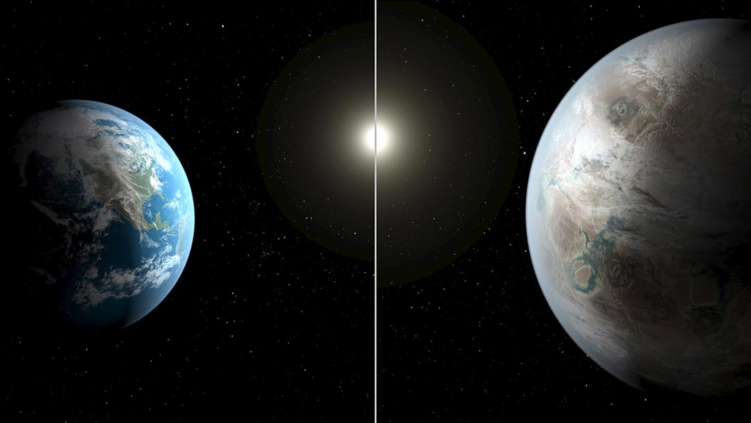 美國太空總署於本周四公布發現類似地球的星體Kepler-452b(右為想象圖),圖左為地球。圖: NASA/Ames/JPL-Caltech/T. Pyle/Handout