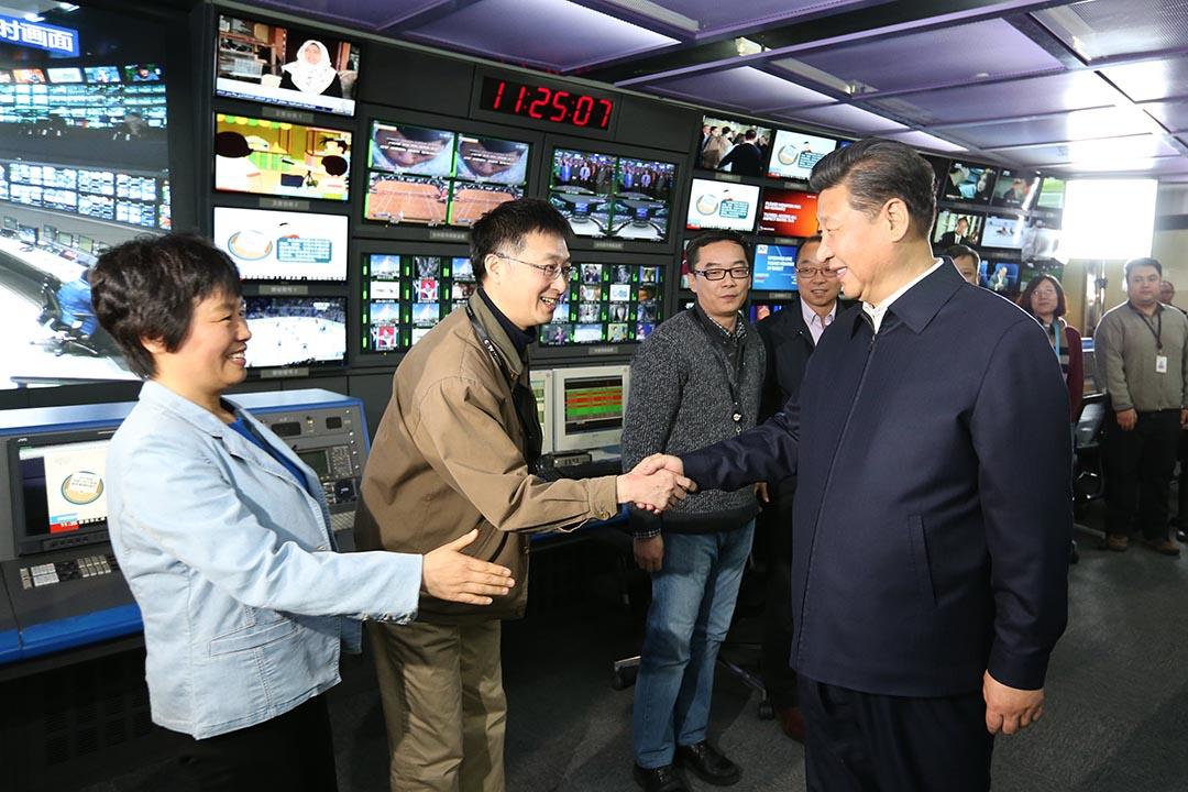 2016年2月19日,國家主席習近平到中央電視台(CCTV)视察。攝:Ma Zhancheng/Xinhua via AP