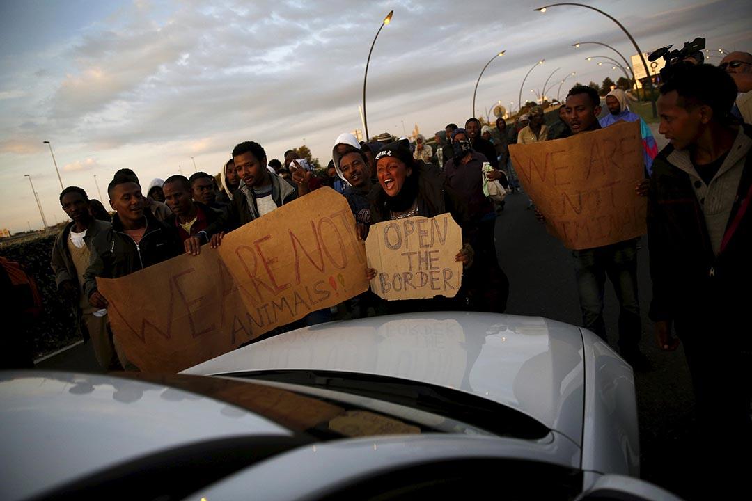 2015年8月7日 法國加來  非洲移民示威要求法國政府開放邊境。攝: Juan Medina /REUTERS