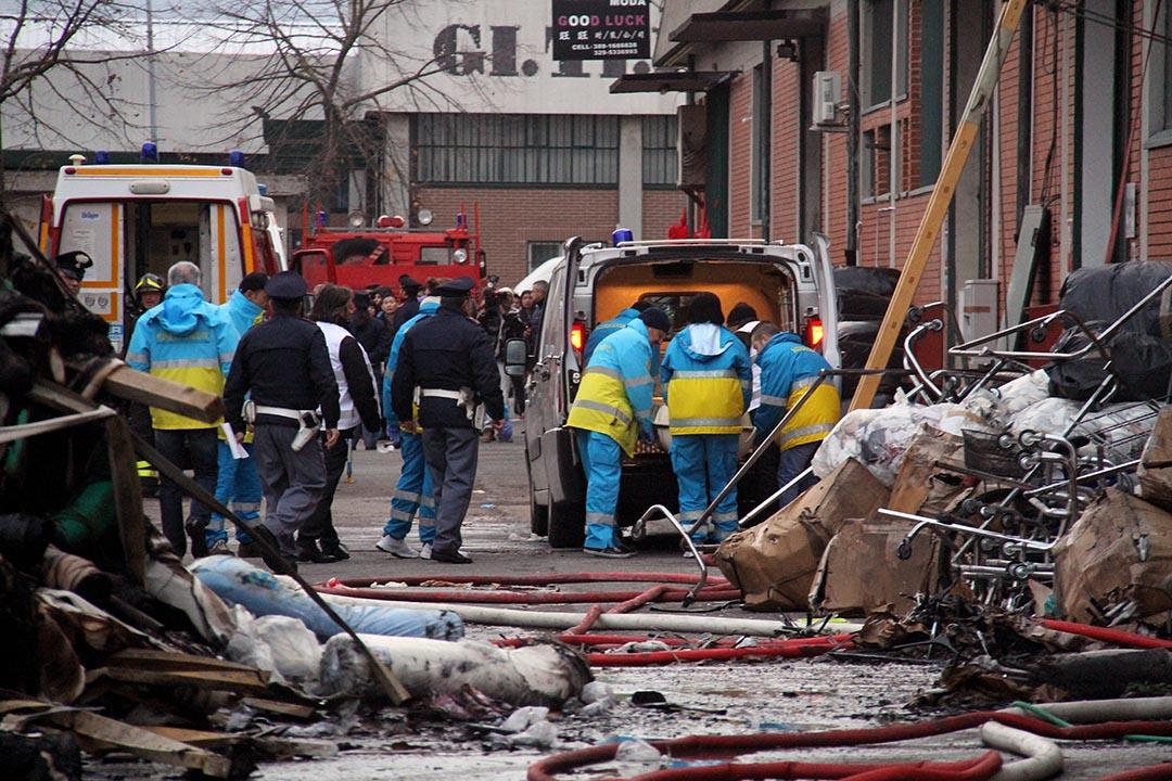 2013年12月1日,意大利普拉托一家華人服裝工廠發生火災,火災導致7名華人死亡。攝:GIANNI ATTALMI/AFP