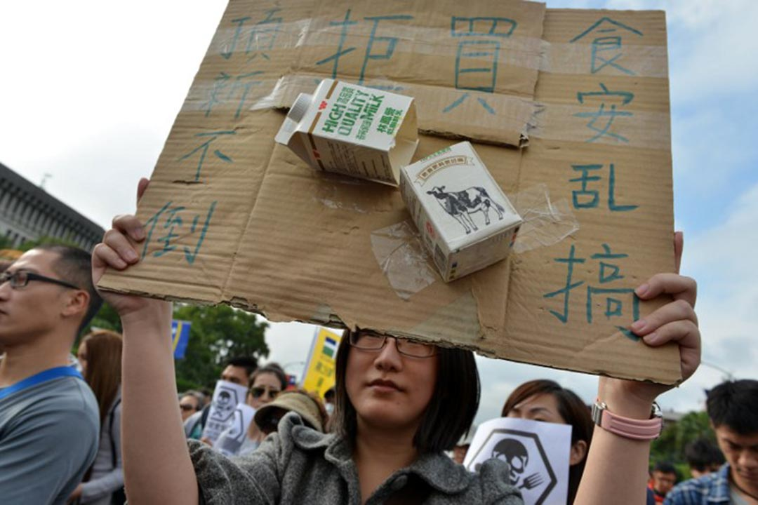 2015年12月12日,台灣民眾舉行「捍衛食安大遊行」,要求政府修訂食品安全法。攝:Sam Yeh/AFP