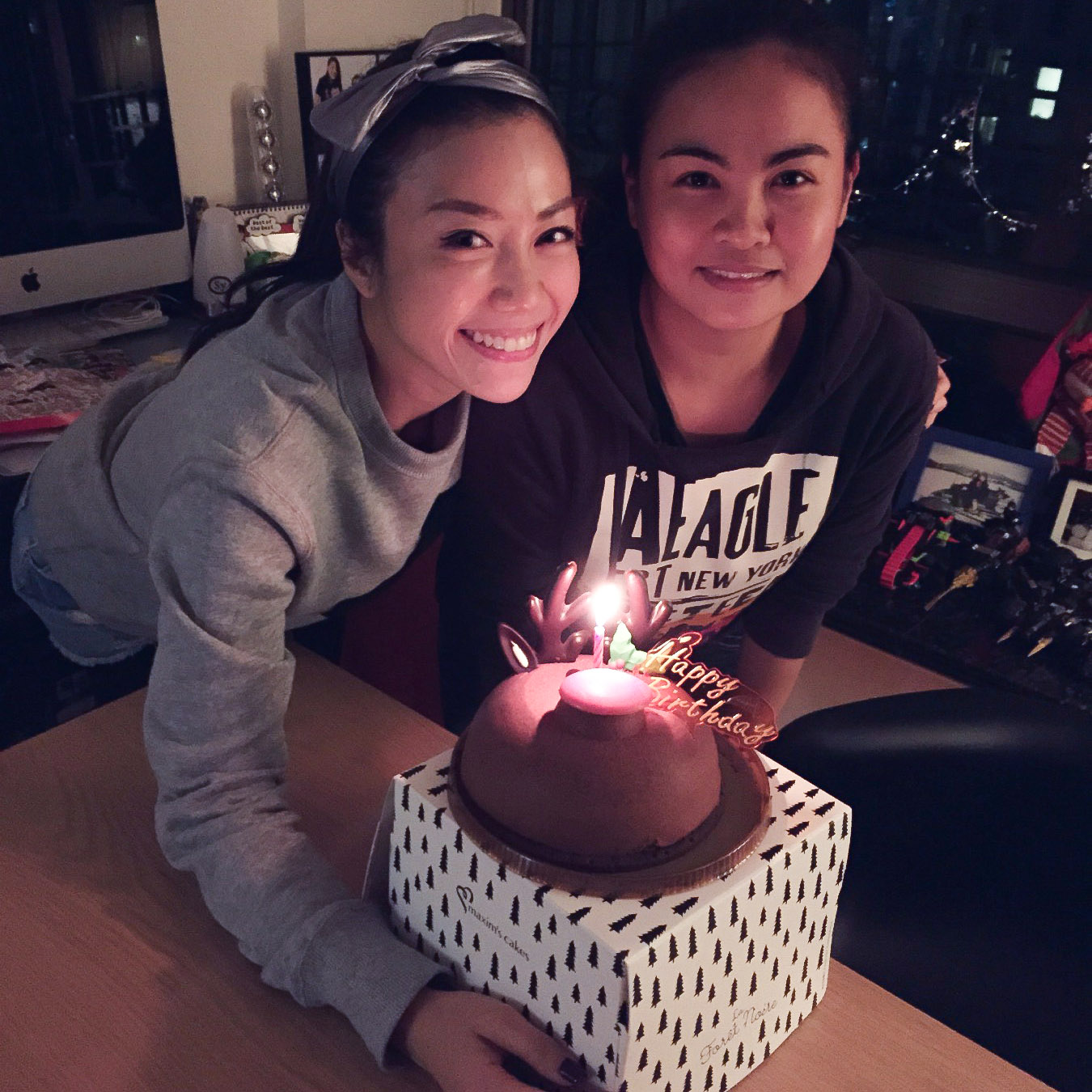 菲女生日,香女給她買蛋糕;香女生日,菲女給她做蛋糕。相片由受訪者提供