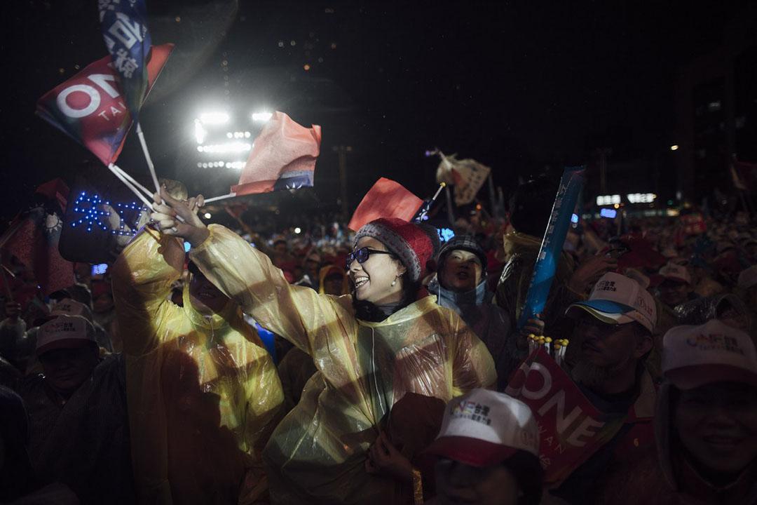 2016年1月15日,台北,國民黨支持者參與選前造勢晚會。攝:Anthony Kwan/端傳媒