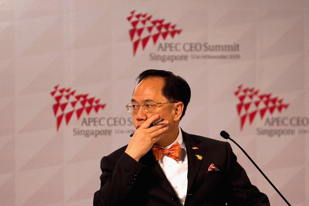 關信基:曾蔭權接受民主黨的「區議會改良方案」,努力進行幕後游說,從而得到中央支持。圖為2009年香港時任特首曾蔭權出席新加坡APEC論壇。 攝:Victor Fraile/Getty