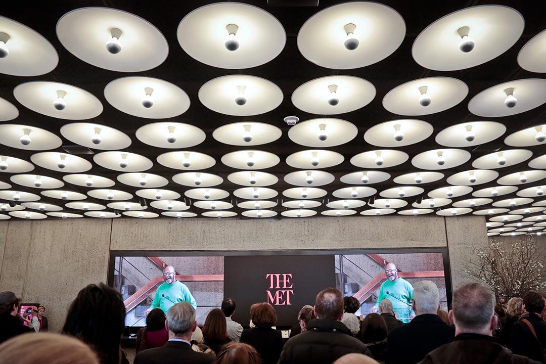 2016年3月1日,美國紐約,芝加哥藝術家 Kerry James Marshall 在大都會博物館新分館的開館展覽上介紹作品。攝:Bebeto Matthews/AP