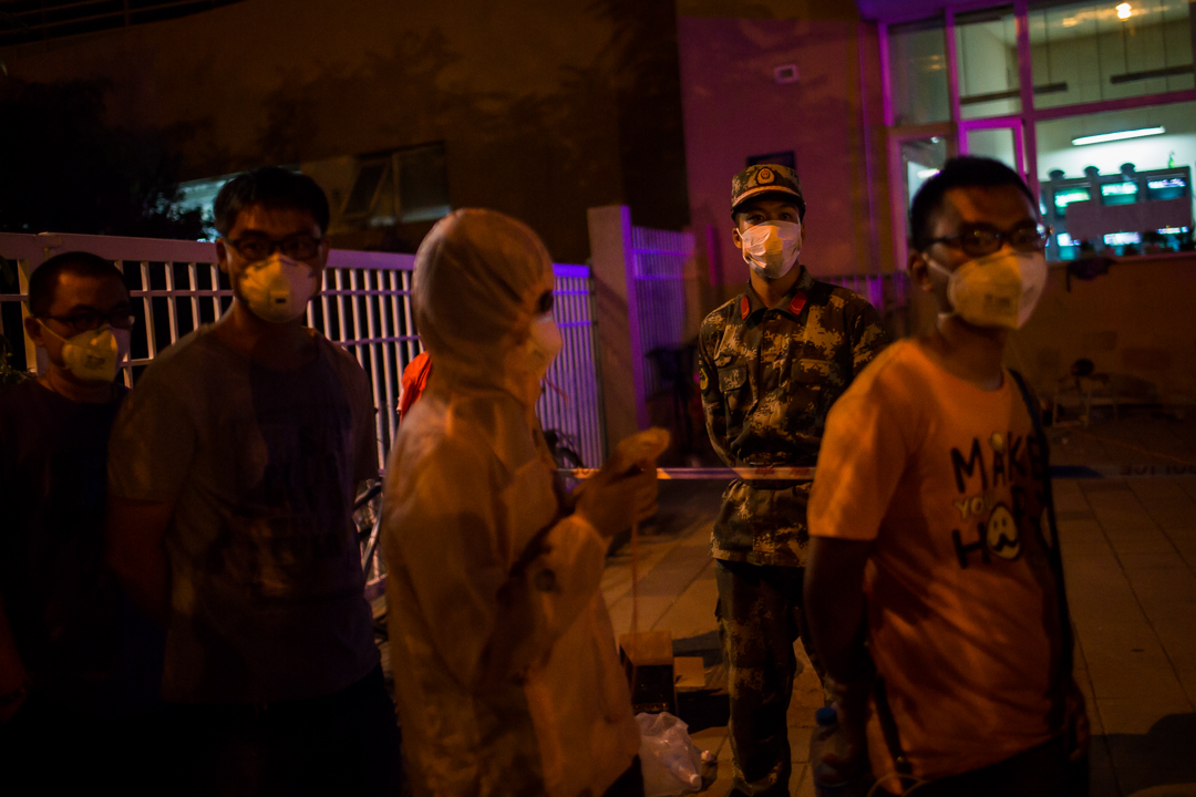 爆炸現場附近的居民被疏散到安全地方。