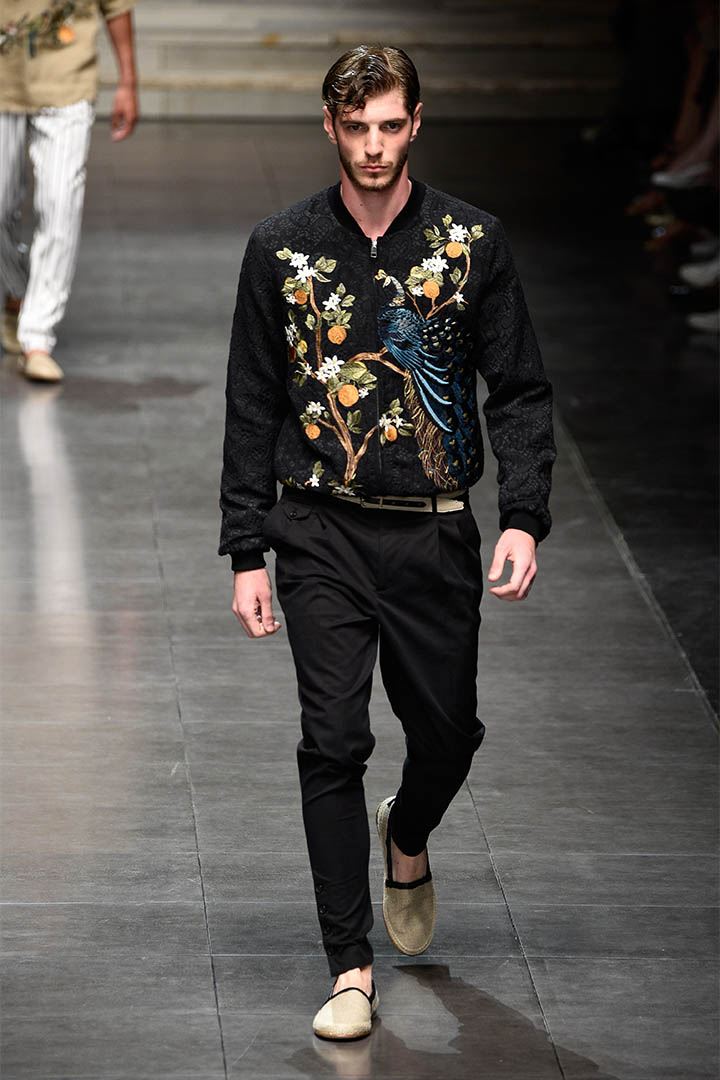 2015 年 Milan 的春秋時裝, Dolce & Gabbana 的靈感就是來自於意大利 Palermo 的中式建築,高級絲綢印上的東方花鳥、龍和孔雀昇華了品牌。攝:Pietro D'Aprano/Getty