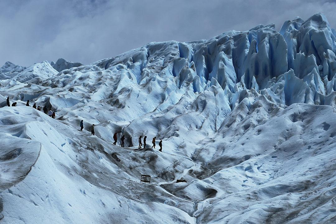 2015年11月30日,阿根廷,登山人士在莫雷諾冰川行山。攝:Mario Tama/GETTY
