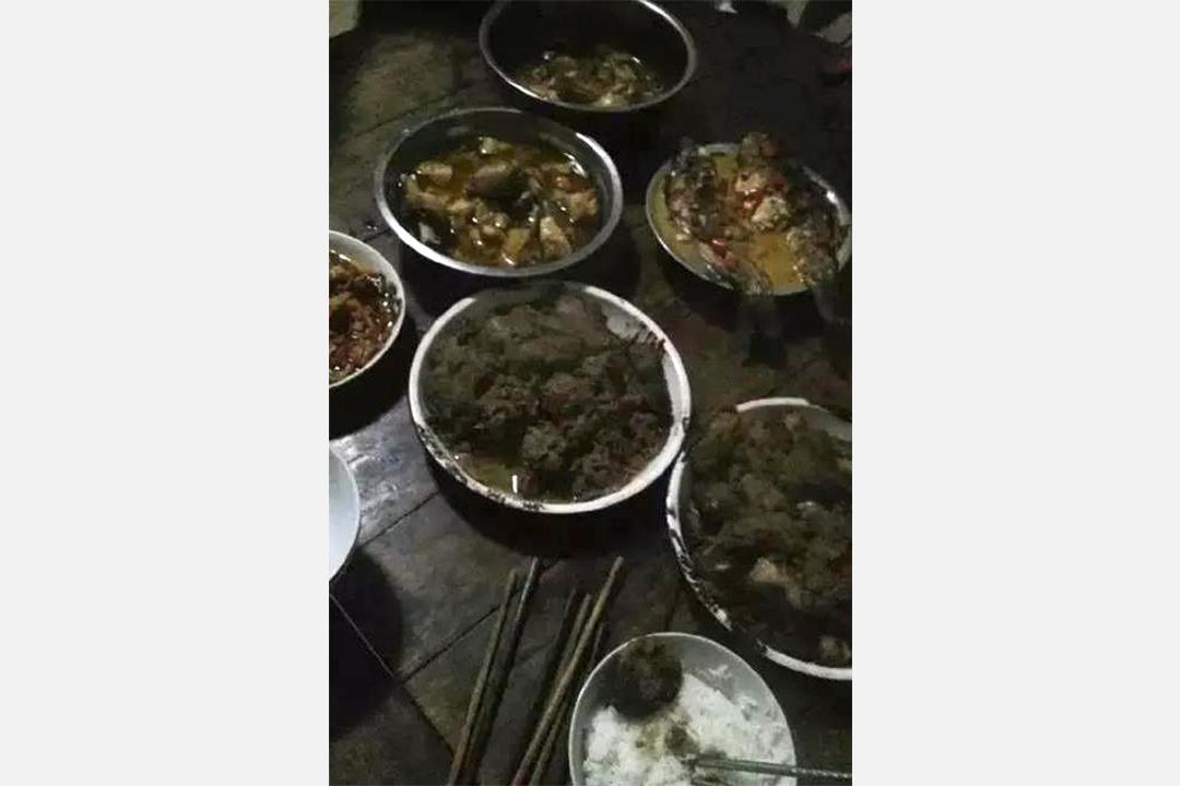 上海女逃離江西年夜飯。網上圖片