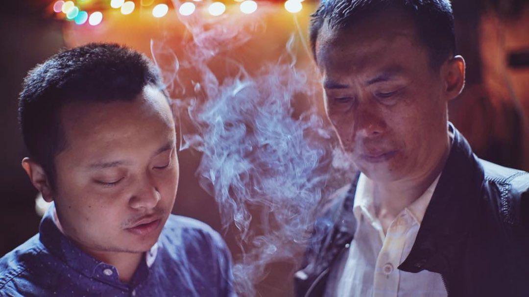 畢贛(左)和自己的姑父、《路邊野餐》男主角陳升的扮演者陳永忠。圖片由天畫畫天提供