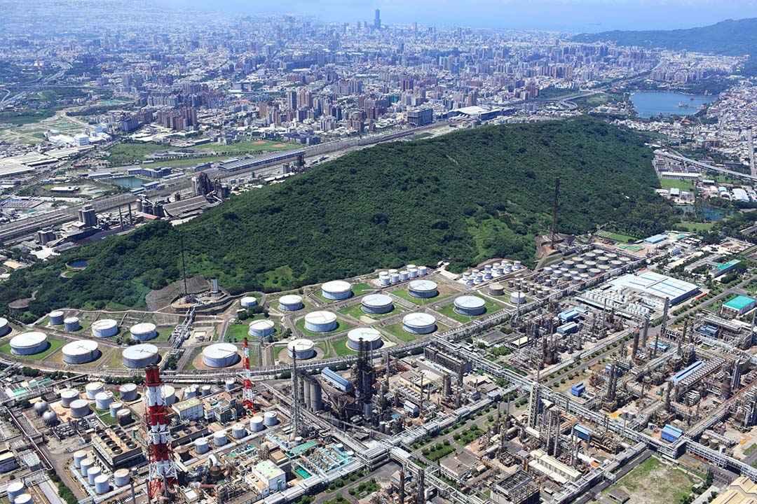 中油高雄煉油廠位於半屏山北側。高雄市政府都市發展局相片