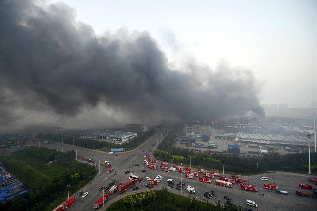 爆炸後城市上空的滾滾濃煙。