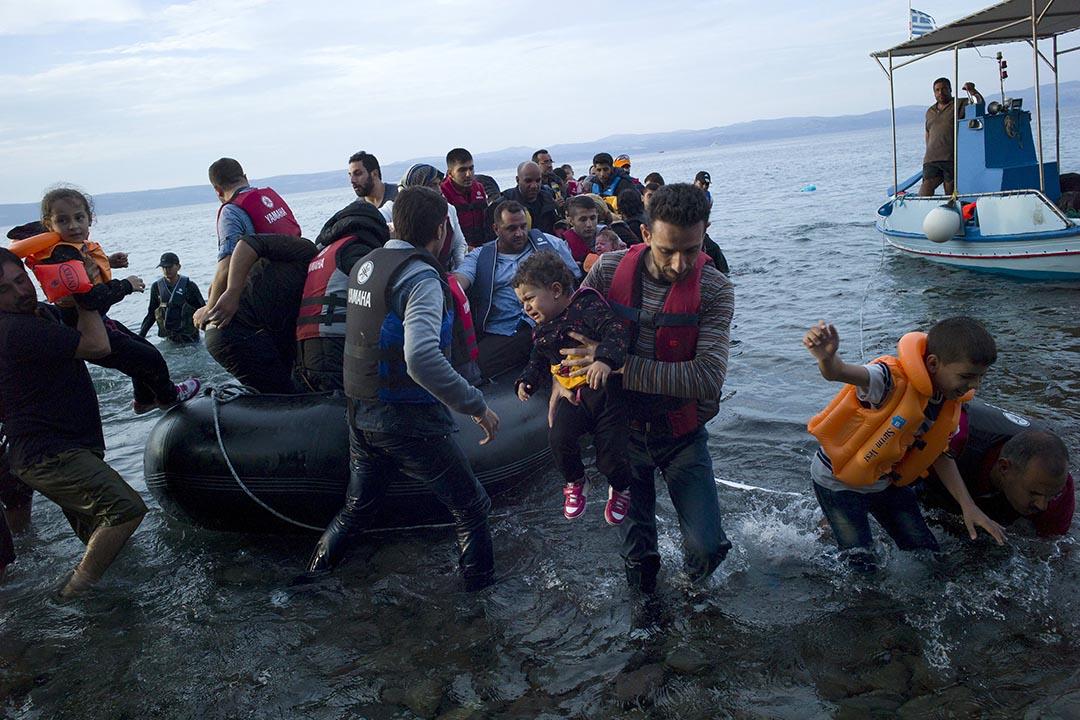 9月9日,難民登陸希臘萊斯沃斯島。攝:Dimitris Michalakis/ Reuters