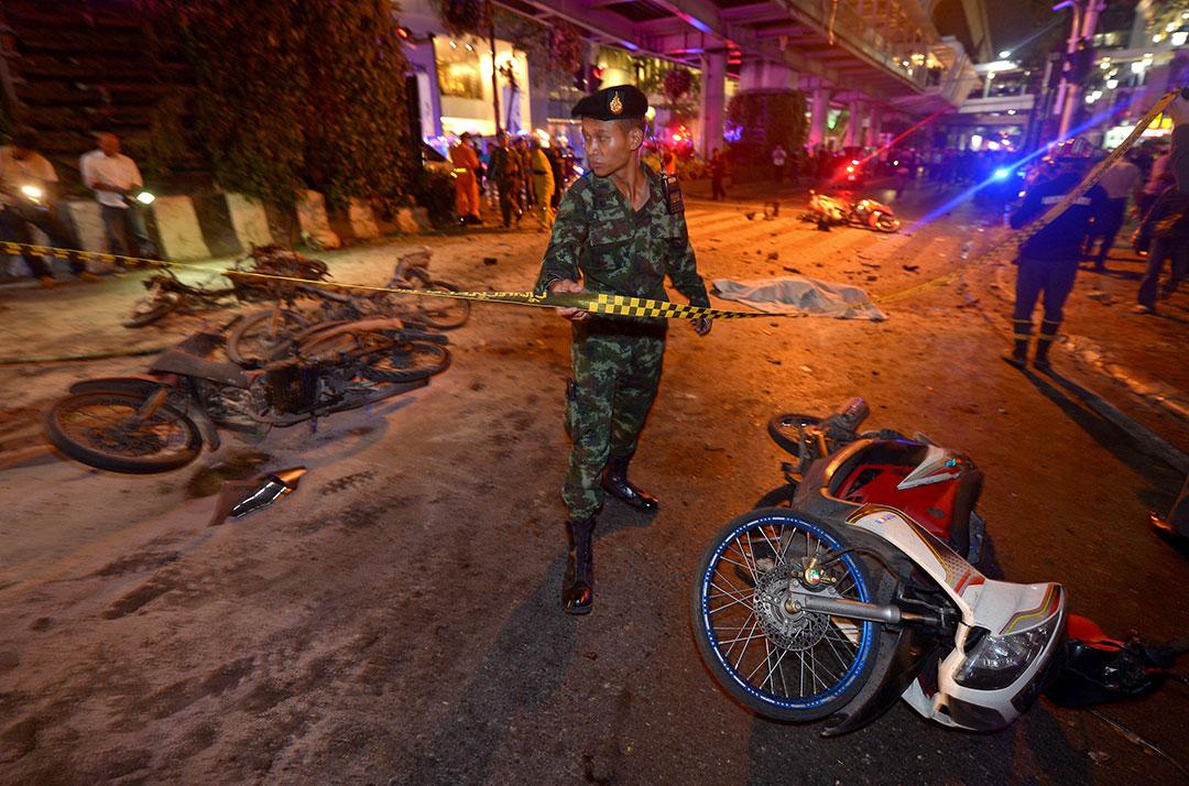 軍人封鎖爆炸現場。