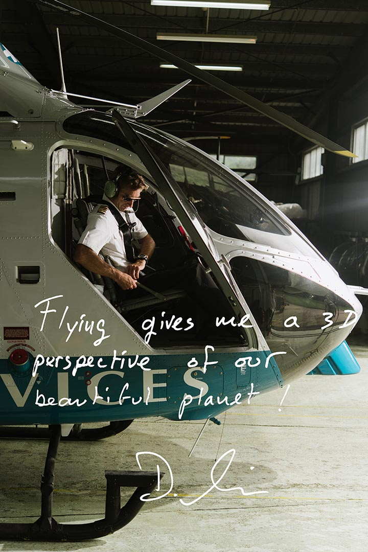 Dominique Simoneau 五歲就立志當直升機師。他曾載生物學家去捉雁,又試過載考古學家在幾百年無人踏足的石堆降落,飛行讓他「從另一個角度看世界」,發現「地球還是很美的」。攝:Lit Ma/端傳媒