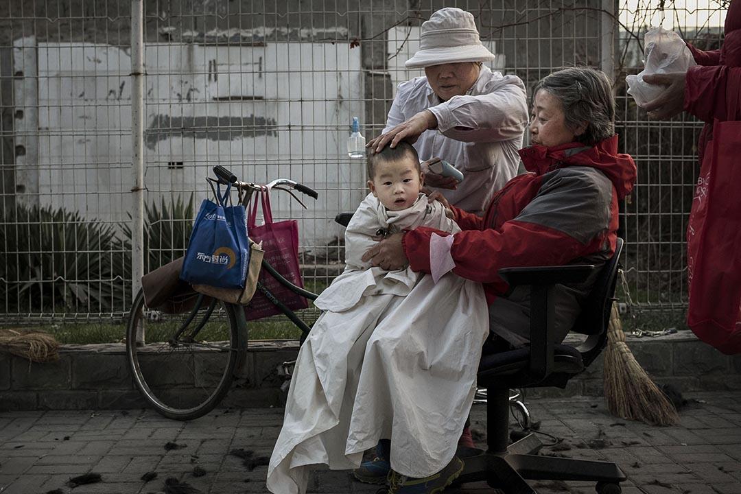 中國全國人大通過修正案,「全面二孩」自2016年1月起正式實施。攝 : Kevin Frayer/GETTY