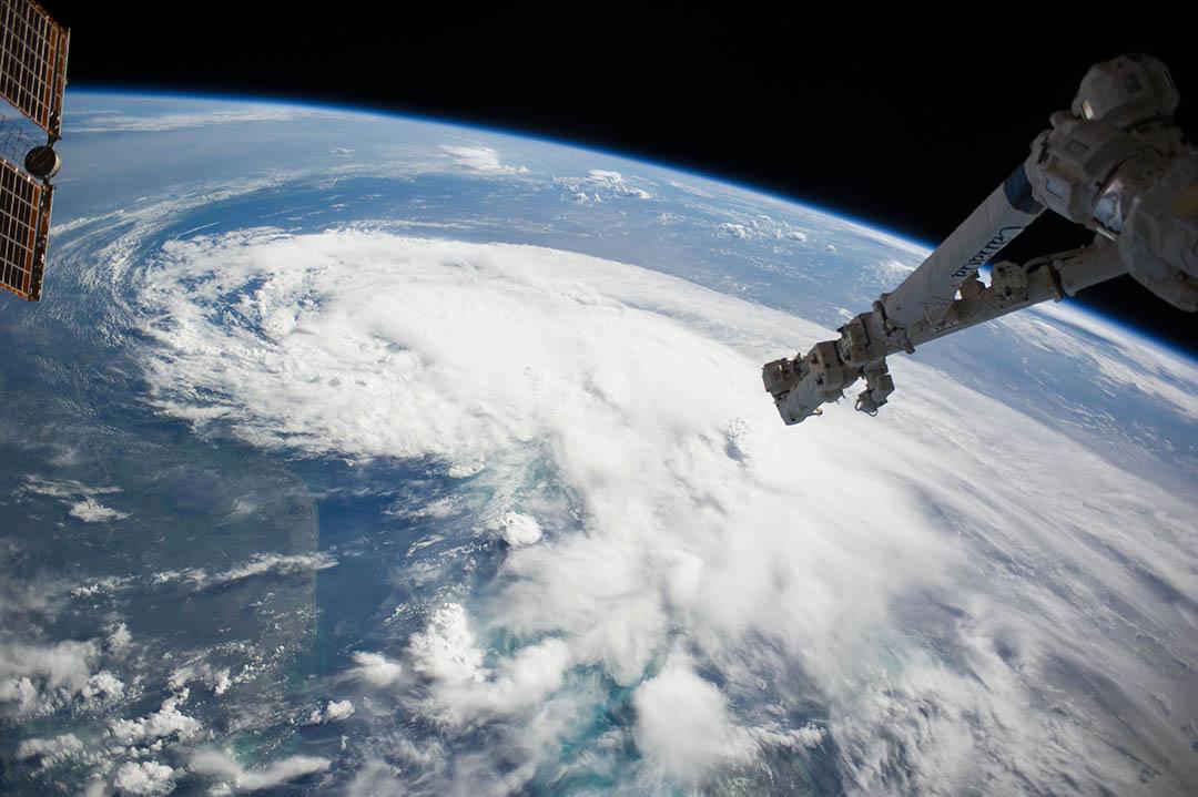 從國際空間站拍攝的地球照片。攝 : NOAA via GETTY