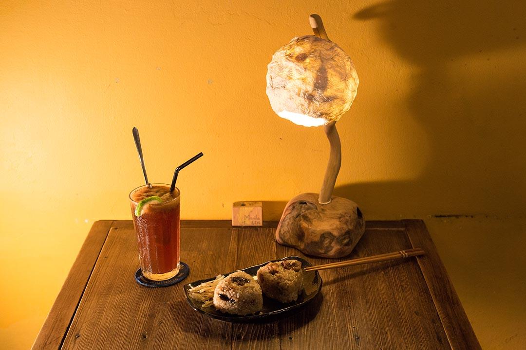 台式口味油飯配檸檬咖啡是店內招牌。攝:張國耀/端傳媒