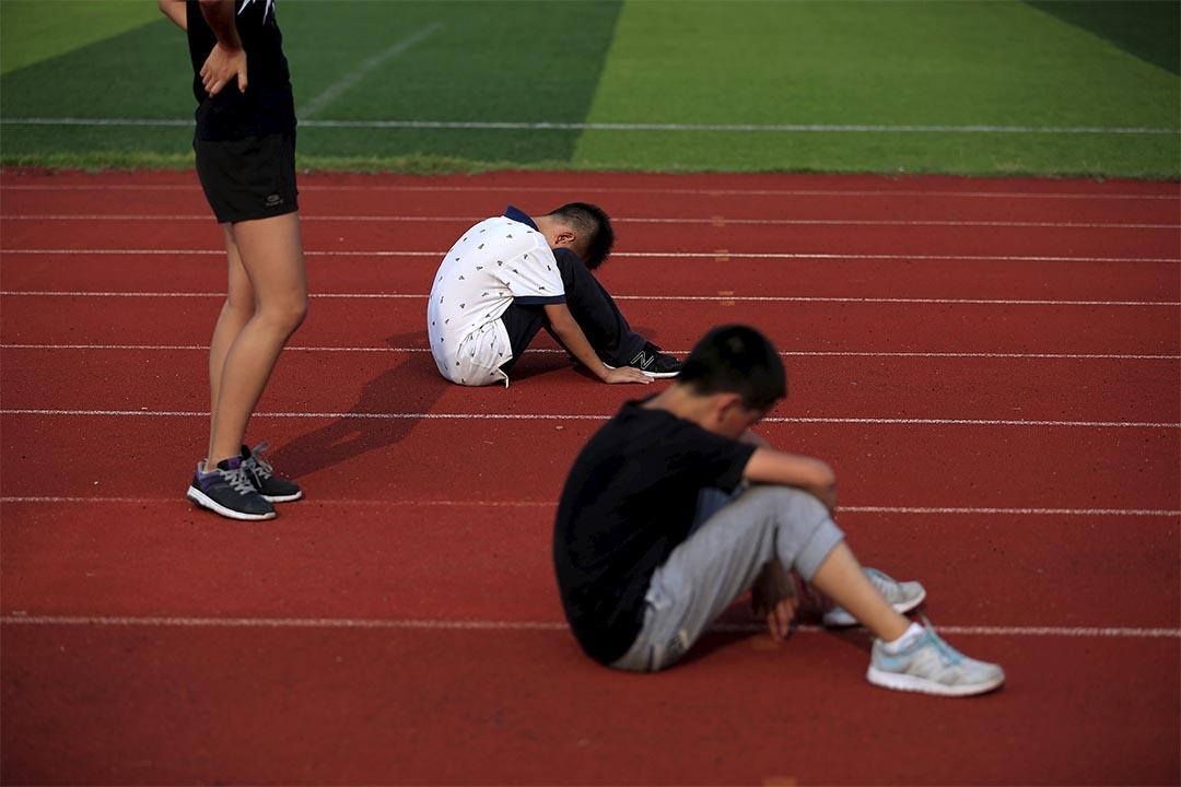 深圳兩所小學也被曝出存在「毒跑道」問題,部分學生出現皮疹、流鼻血等症狀。攝:Aly Song/REUTERS