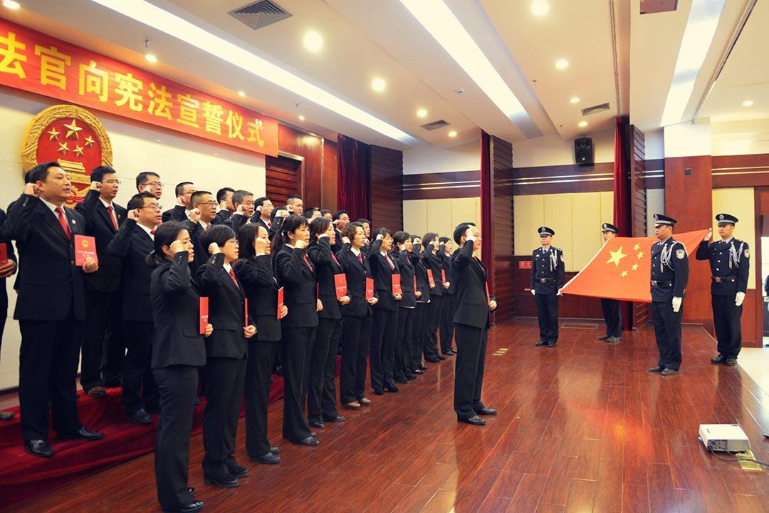 法官向憲法宣誓儀式。中级人民法院網頁