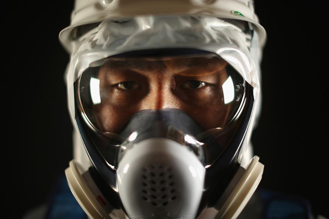 鹿島建設的 Shinichi Koga,工作主要負責製作阻擋地下水從海洋流進發電廠的冰牆,他表示工作時要穿上大量保護裝備、要從多個組織授權方可工作和要遵守不少限制,都是困難的地方。攝:Christopher Furlong/GETTY