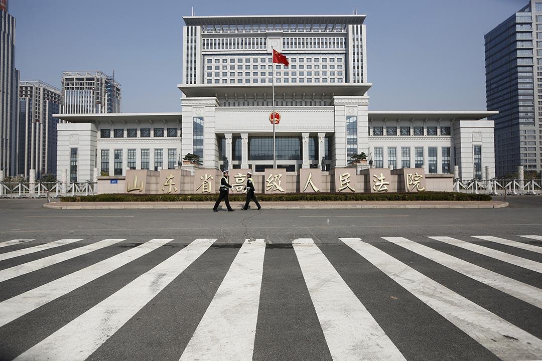 中國「兩院三部」近日出台《關於依法保障律師執業權利的規定》。圖為山東省高級人民法院。攝 : Aly Song/REUTERS