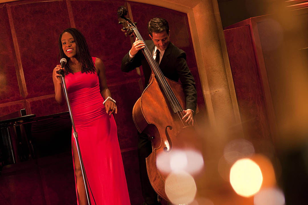 樂手們跟大家距離不大,呷著名貴香檳享受動聽音樂可謂人生樂趣呢!圖片由 Grant Hyatt 提供