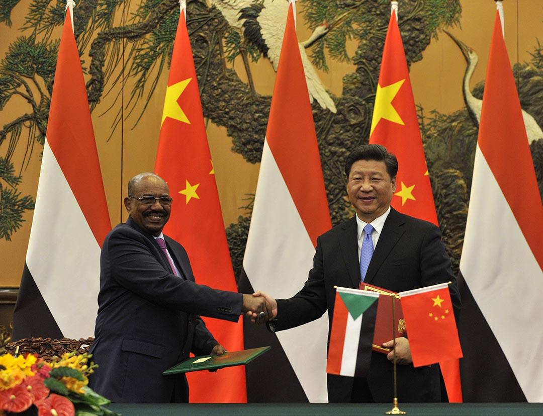蘇丹總統奧馬爾·巴希爾(Omar al-Bashir)與中國國家主席習近平會面。攝 : Parker Song/Pool/GettyImages