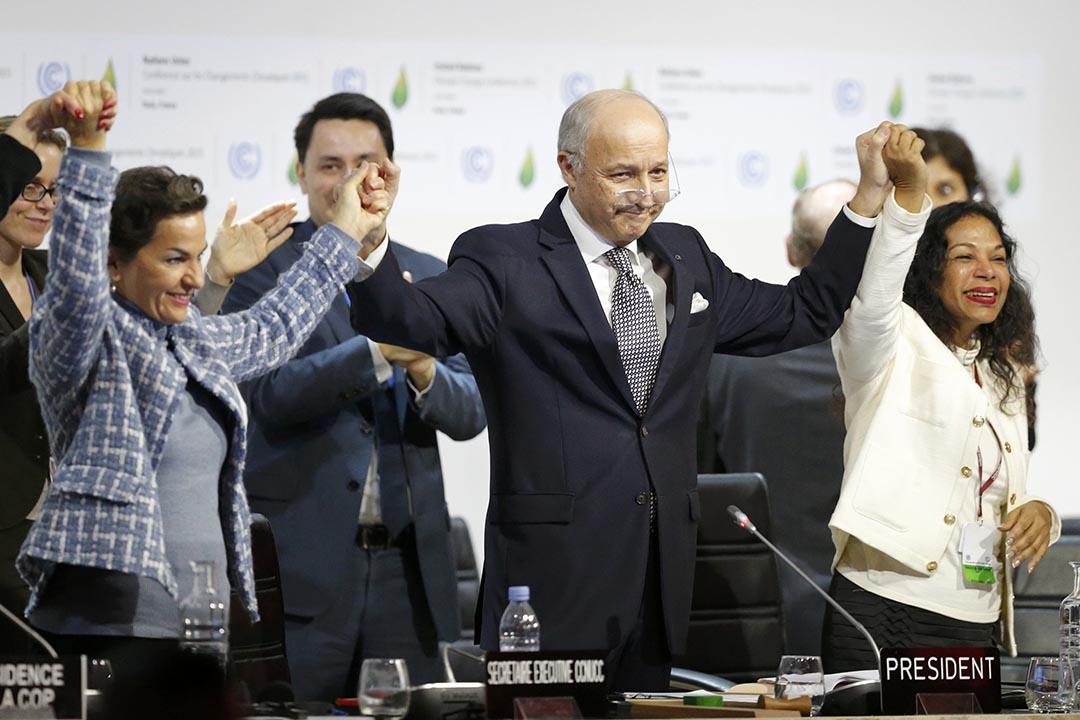 在法國巴黎舉行的聯合國氣候大會一致通過歷史性協議,承諾控制溫室效應氣體的排放,以確保從工業化前到2100年的全球平均氣溫升高不超過2攝氏度。攝 : Stephane Mahe/REUTERS