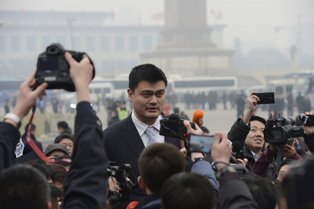 2016年3月3日,中國北京,退役的中國知名籃球員姚明抵達人民大會堂出席全國人大會議。攝:CFP via GETTY