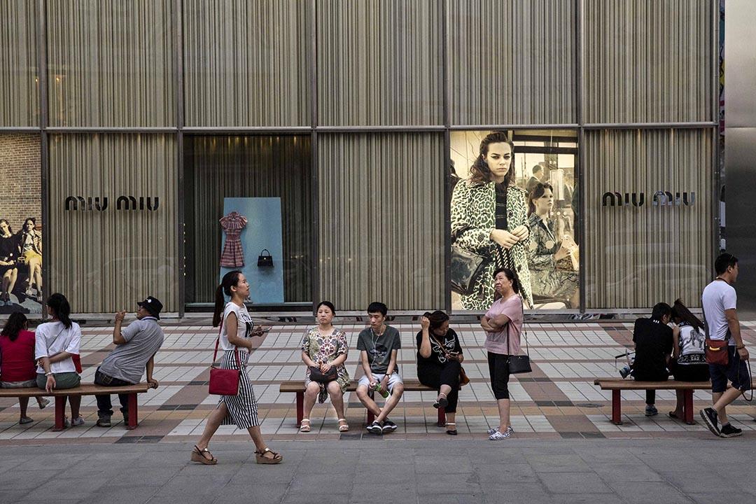 中國各省、直轄市、自治區的「十三五」規劃大綱陸續出台,紛紛提出「主動適應和引領新常態,經濟保持中高速增長」。攝 : Kevin Frayer/GETTY