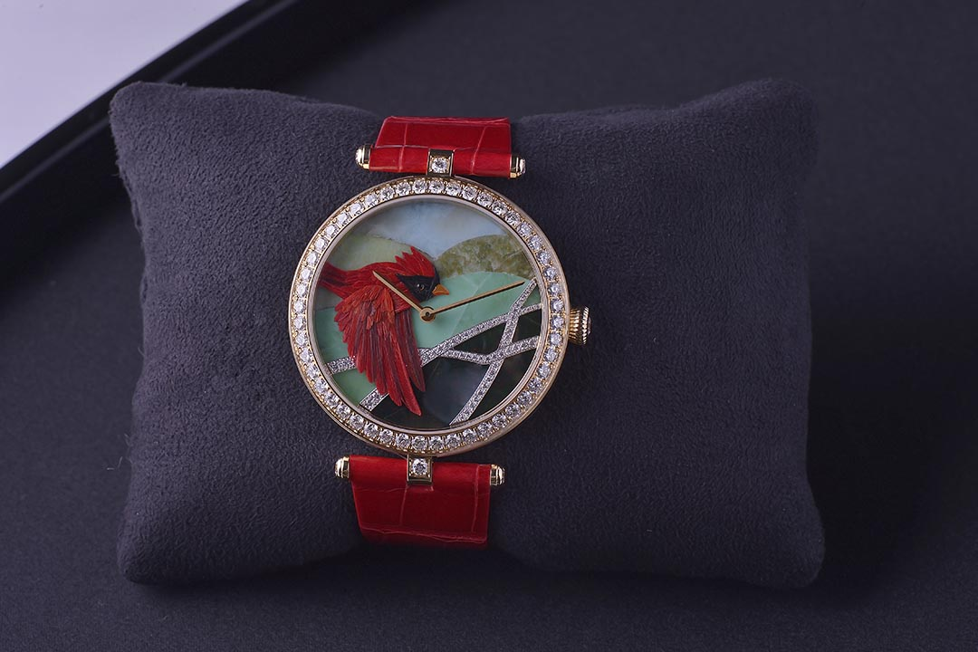 Lady Arpels Cardinal Carmin / Lady Arpels Colibri Indigo/ Lady Arpels Martin-Pecheur Azur,每款限量 22 枚,$785,000。攝:Stephen/端傳媒