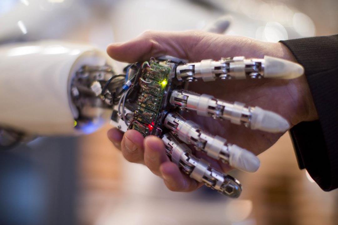 人工智能越來越具有像人類一樣的學習能力。圖為一間公司展示人工智能產品。攝:CARSTEN KOALL / AFP