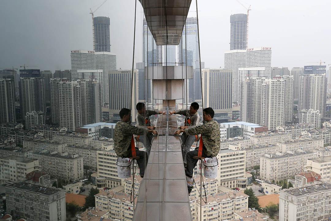 中國國家主席習近平日前表示,「十三五」期間中國經濟增速需保持在6.5%以上。攝:Stringer /REUTERS