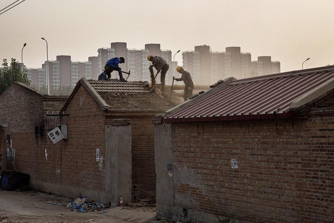 北京一個拆遷中的村落。攝:Kevin Frayer/Getty