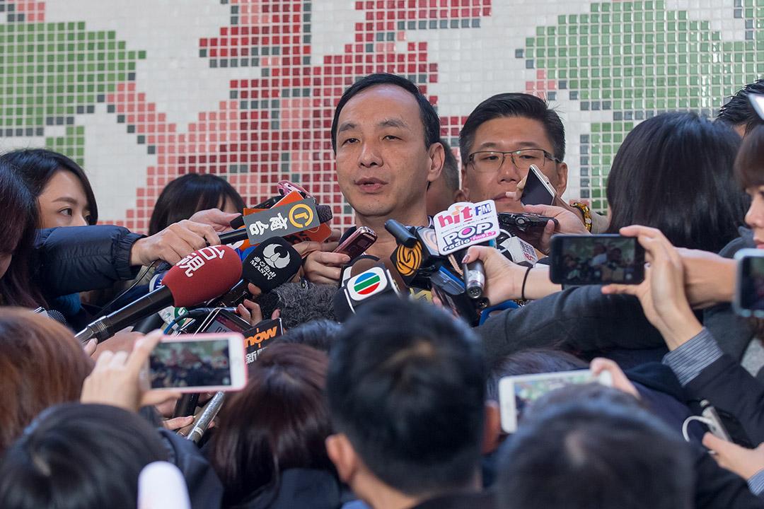 2016年1月16日,台北,國民黨總統候選人朱立倫在選舉日投票後會見傳媒。朱立倫最終在選舉中落敗。攝:張國耀/端傳媒