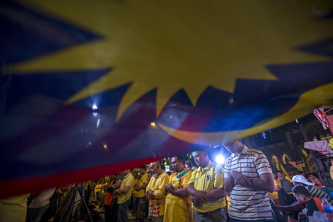 2015年8月30日,「淨選盟」的穆斯林支持者在馬來西亞首都吉隆坡祈禱。 攝:Athit Perawongmetha/REUTERS