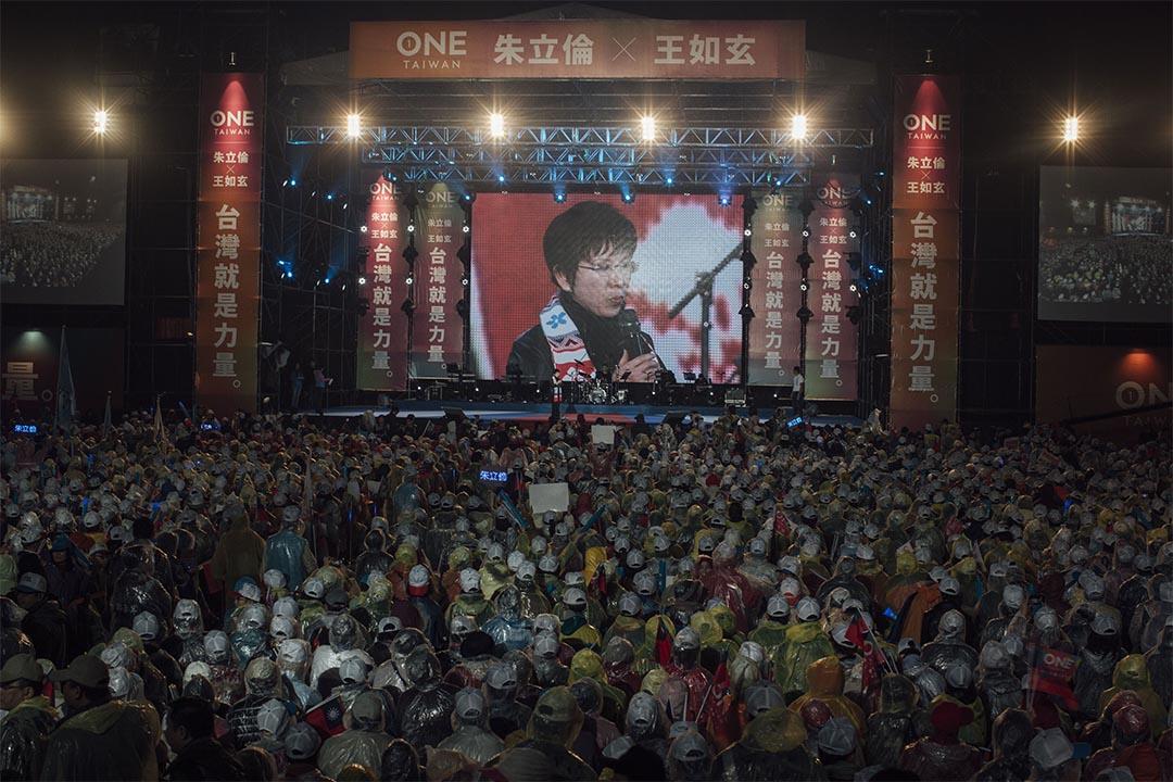 2016年1月15日,台北,國民黨洪秀柱在總統候選人朱立倫的造勢晚會上演講。攝:Anthony Kwan/端傳媒