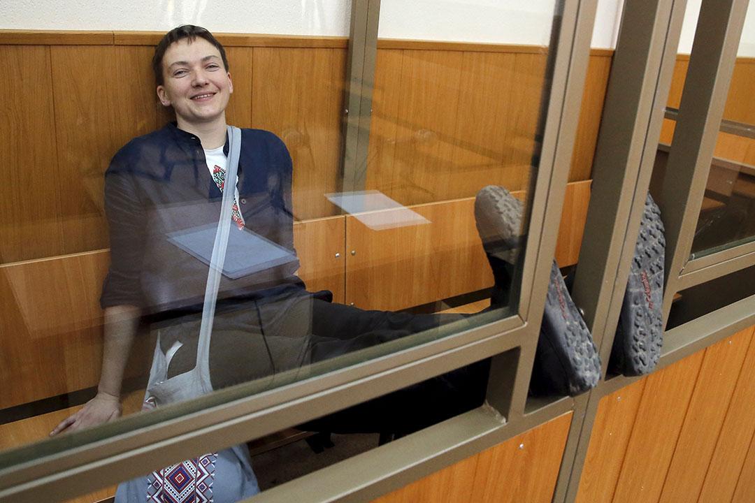 2016年3月22日,被指參與謀殺死兩名俄羅斯記者的烏克蘭飛行員薩夫琴科在法庭候審。攝:Maxim Shemetov/REUTERS
