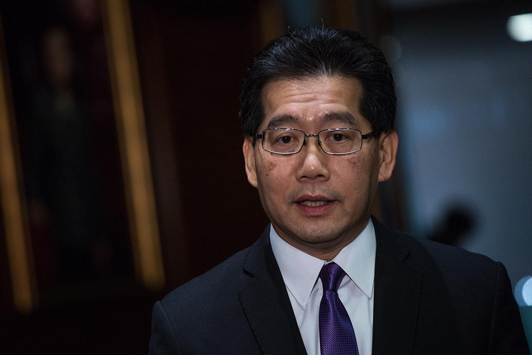 香港商務及經濟發展局局長蘇錦樑稱,當局絕無拖延續牌申請。攝:盧翊銘/端傳媒