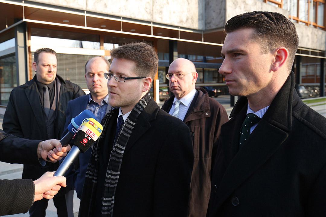 2016年3月1日,德國,新納粹政黨「德國國家民主黨」在審訊的首天抵達法院。攝:GETTY