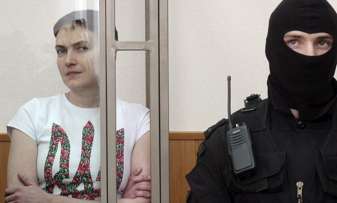 2016年3月21日,前烏克蘭軍隊飛行員娜迪婭·薩弗琴科在俄羅斯城鎮羅斯托夫受審。攝:REUTERS