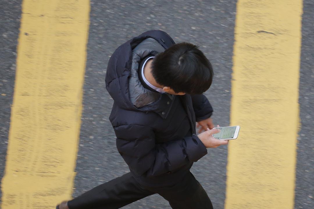 傅景華:社交媒體上資訊爆炸,訊息水平參差,傳播速度迅速,很多人擔心自殺訊息傳得更快更廣。攝:羅國輝/端傳媒