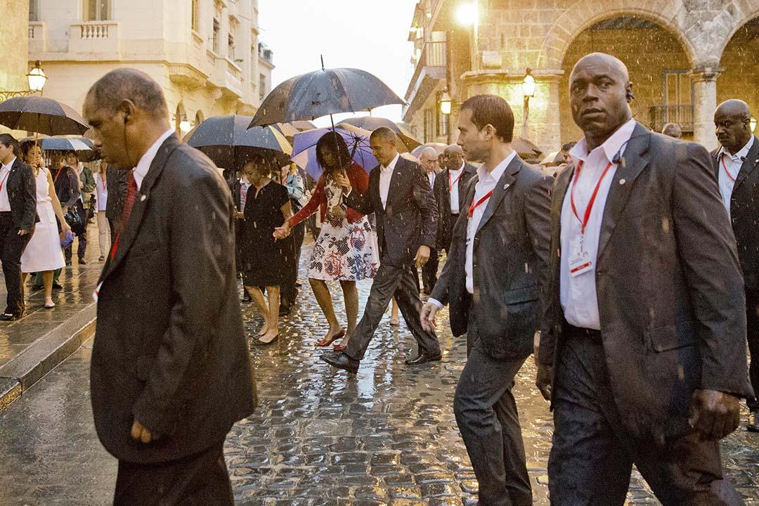 2016年 3月20日, 美國總統奧巴馬冒雨參觀古巴夏灣拿。攝:Pablo Martinez Monsivais/AP
