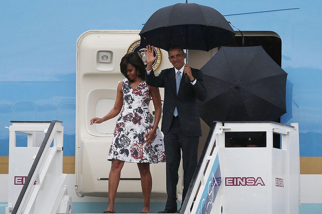 2016年3月20日,美國總統奧巴馬與夫人米歇爾乘坐空軍一號抵達夏灣拿機場。攝:Joe Raedle/GETTY