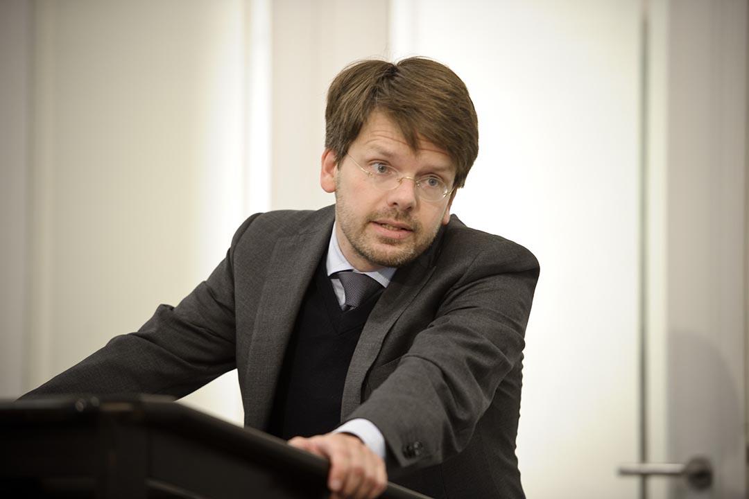 德國聯邦參議院法律代理人莫勒斯教授。