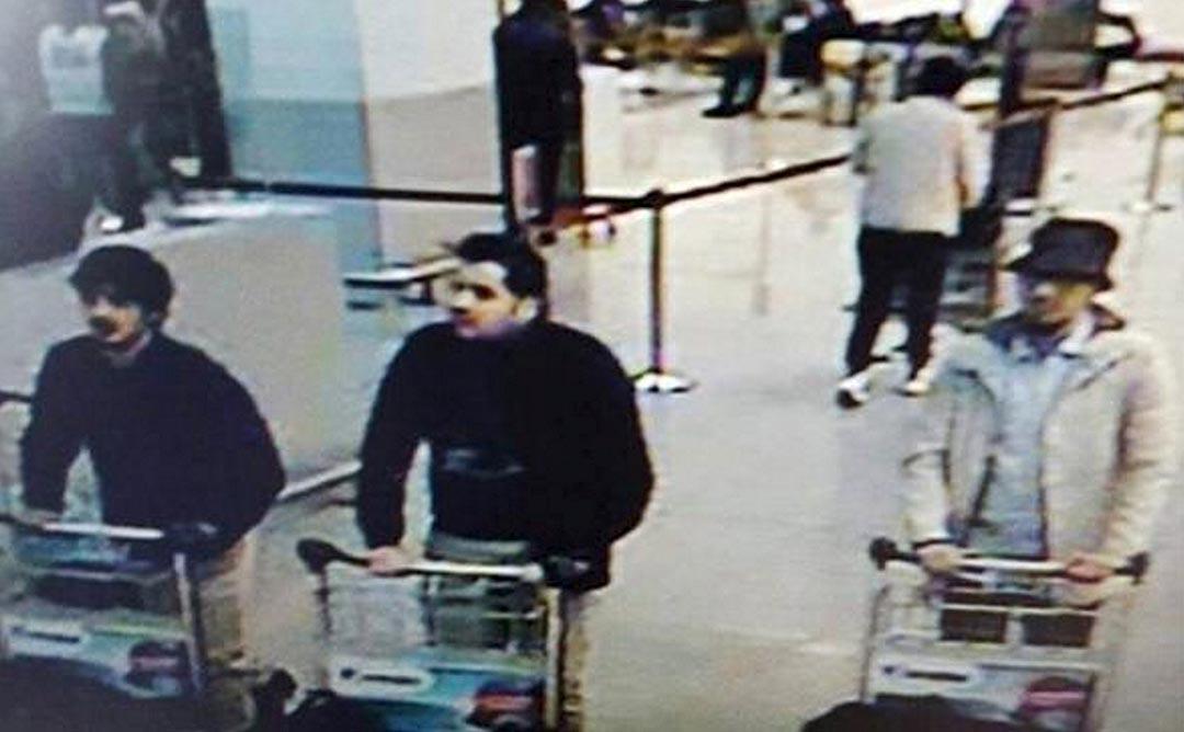 2016年3月22日,魯塞爾機場監控錄像拍攝到的襲擊疑犯圖片。攝:CCTV/Handout via Reuters