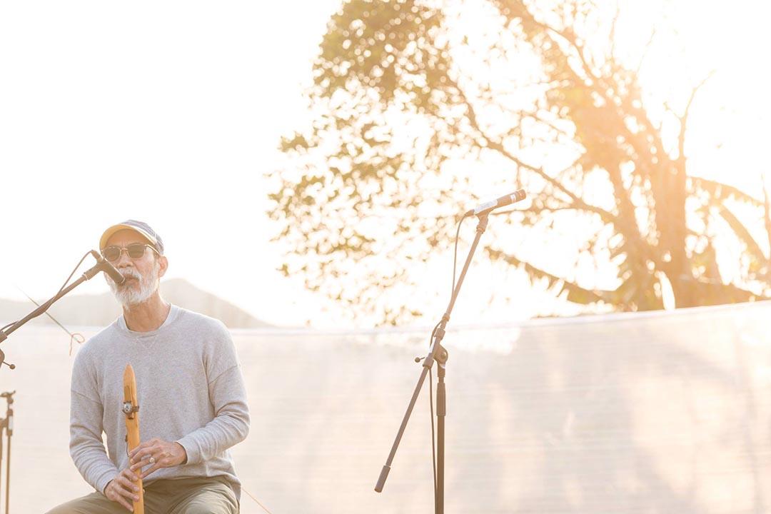 音樂人 Nelson Hiu 在空城藝術節的開幕活動──《香村》唱片發佈會上表演。圖片由空城計劃提供。
