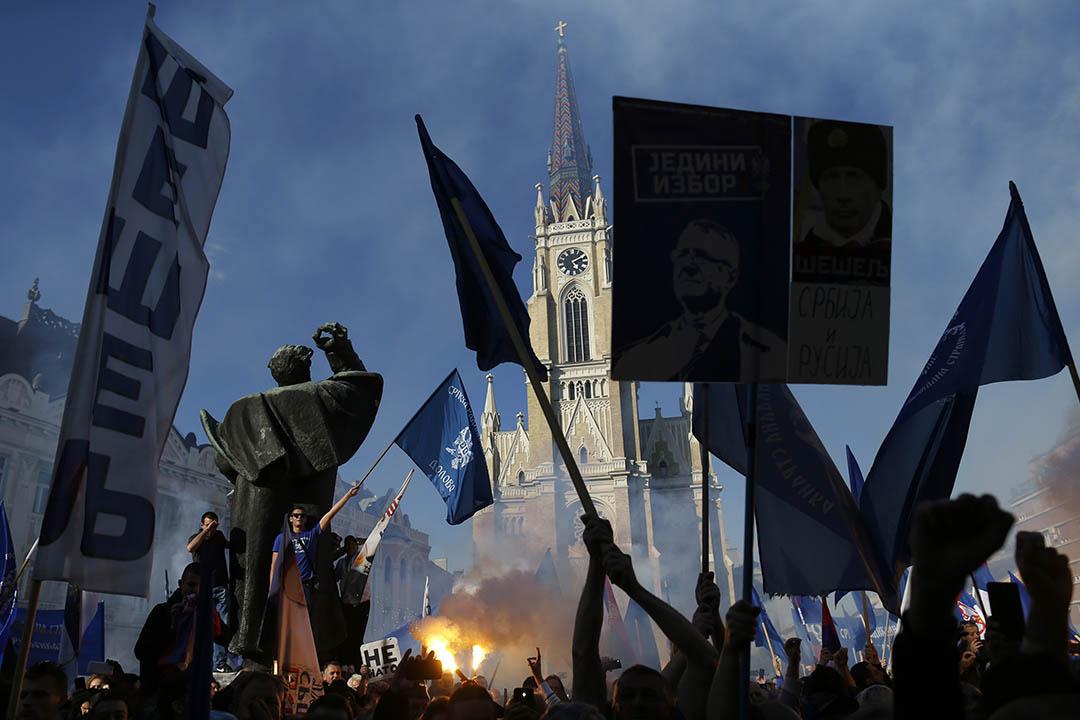2016年4月20日,塞爾維亞激進黨的支持者在諾維薩德舉行選前集會。攝:Darko Vojinovic/AP